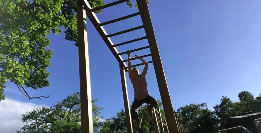 Lekhagen testar –Armgång (Monkey Bar)